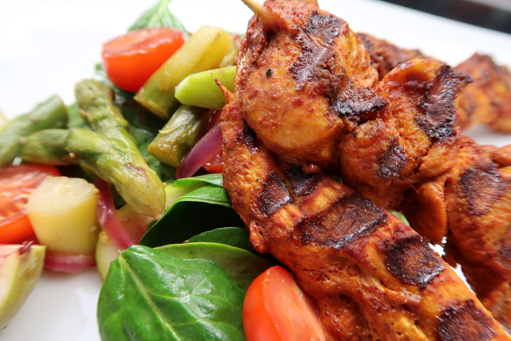 h hnchen tandoori mit spinat spargel feigen salat fitness meets food. Black Bedroom Furniture Sets. Home Design Ideas